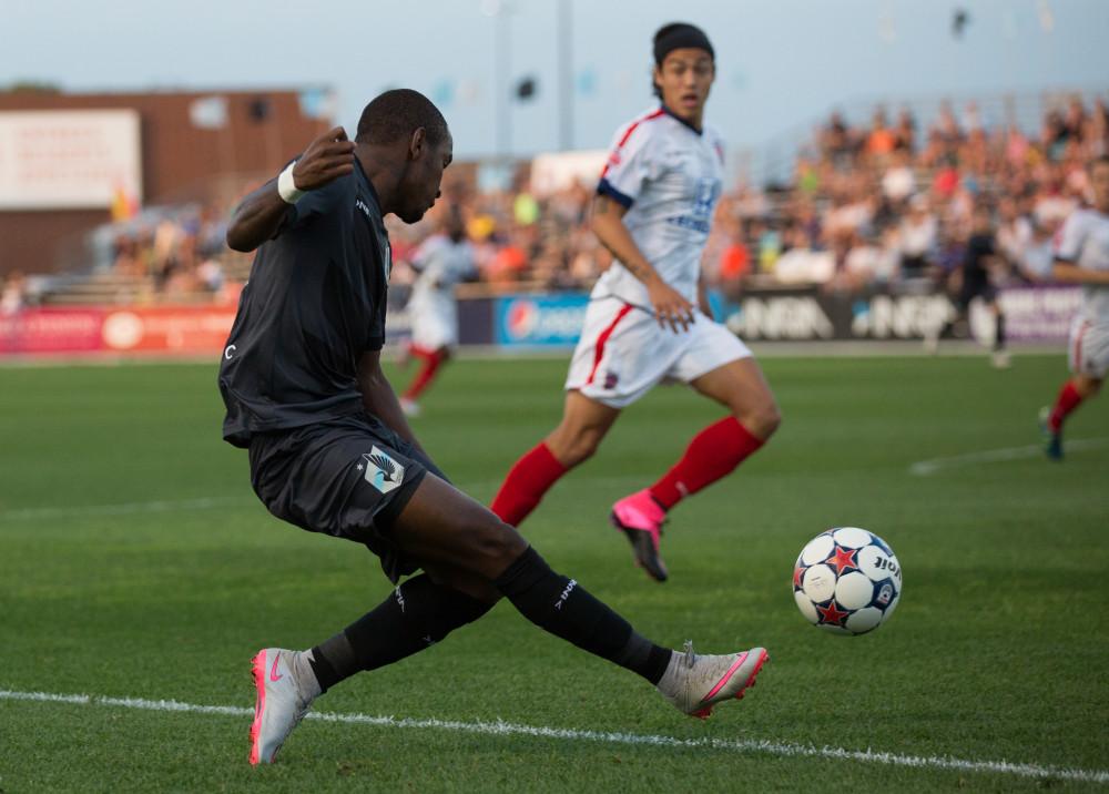 MNUFC's Yago crosses the ball (Photo: Minnesota Untied FC)